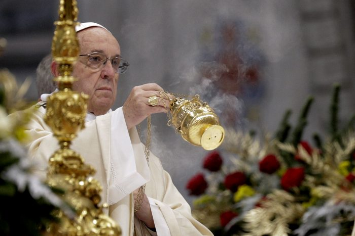 """Pope Francis incenses the altar as he celebrates an Epiphany Mass in St. Peter's Basilica at the Vatican, Saturday, Jan. 6, 2018. Francis, in a homily Saturday to mark Epiphany, said people are """"often make do"""" with having """"health, a little money and a bit of entertainment.""""  (AP Photo/Andrew Medichini)"""